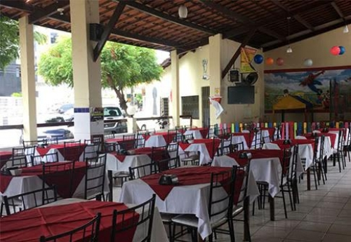 Delicioso Mistão na Brasboi Churrascaria! Linguiça, Maminha e Filé de Frango + Baião e Batata Frita para até 3 pessoas por R$48,90