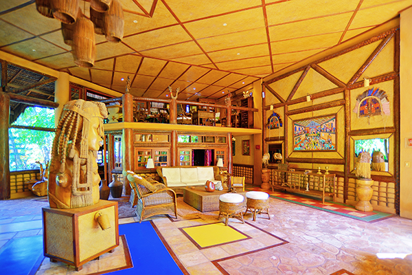2 diárias com check-in todos os dias em Suíte Luxo com piscina no quarto para 2 pessoas com café da manhã por R$899 no Orixás Art Hotel