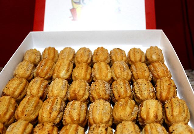 Para adoçar a sua festa! Caixa com 40 Mini Churros de R$39 por apenas R$19,90 na Churros Dourados & Crepes - Center Um e Pátio Água Fria