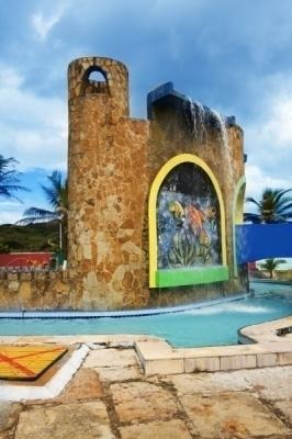 O parque aquático perfeito para você e sua família! Ingresso para Adulto e 1 criança até 6 anos por apenas R$34,90 no Ytacaranha Park. Válido para feriados!