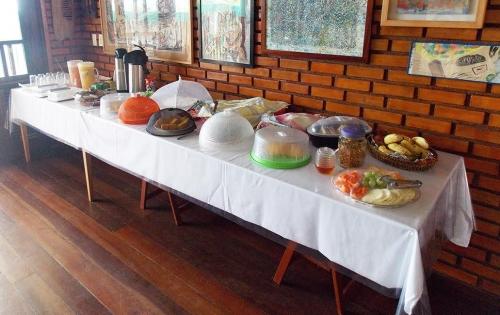 2 diárias (com check in de domingo a quarta) em Apartamento sem vista para o mar para 2 pessoas e 1 criança de até 7 anos + café da manhã + Menu (almoço e Jantar) para 2 pessoas por R$289,90