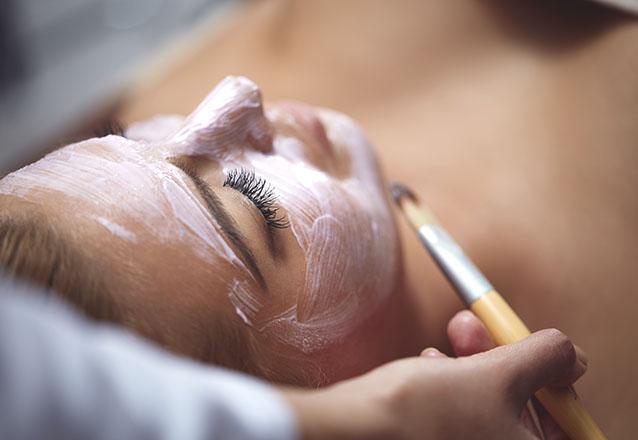 Sua pele maravilhosa! Limpeza de Pele + Máscara de Diamante e Suavizante por R$49,90 na Clínica de Estética Beatriz Caminha