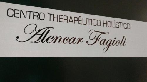 A massagem do momento! 30 min de Massagem com Ventosaterapia (nas costas) por R$39,99 no Centro Terapêutico Alencar Fagioli