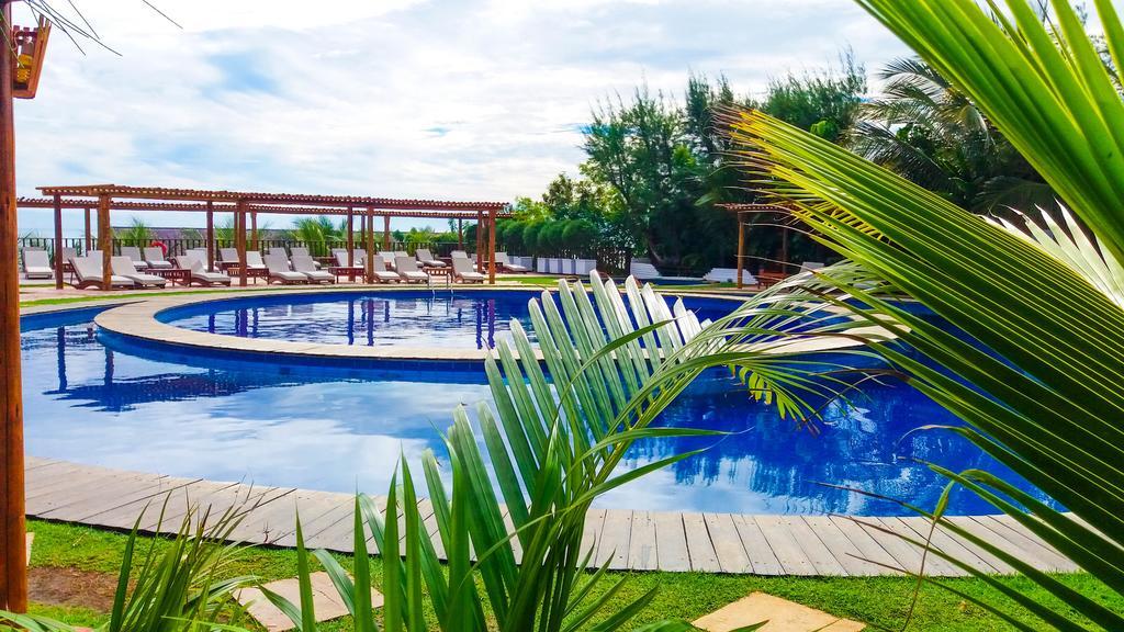 O hotel dos sonhos ao seu alcance! 1 diária no apartamento luxo (vista piscina) para casal + café da manhã por R$210 no maravilhoso Hotel Long Beach