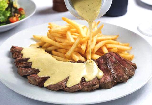 Um jantar especial no  Entrecôte - Bistrô D'Europa Fortaleza! Entrada, Prato Entrecôte especial e Sobremesa para 2 pessoas por R$119,90