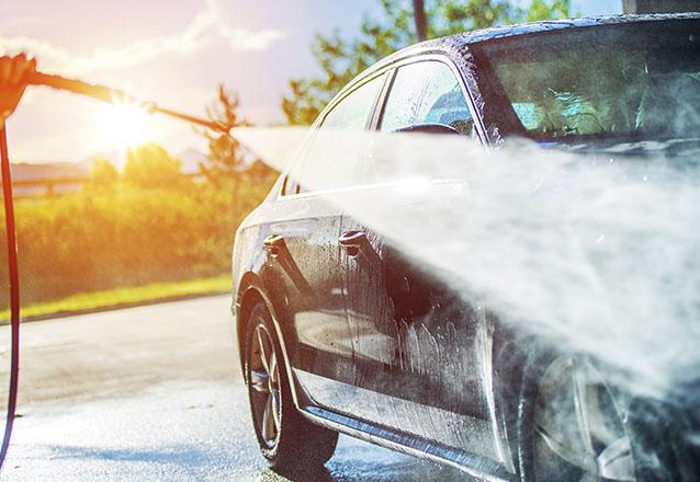 Tudo que o seu carro precisa no momento! Lavagem externa + Polimento com cera de Carnaúba + Higienização Interna + Lavagem a seco do Motor por R$34,99 na Star Autos