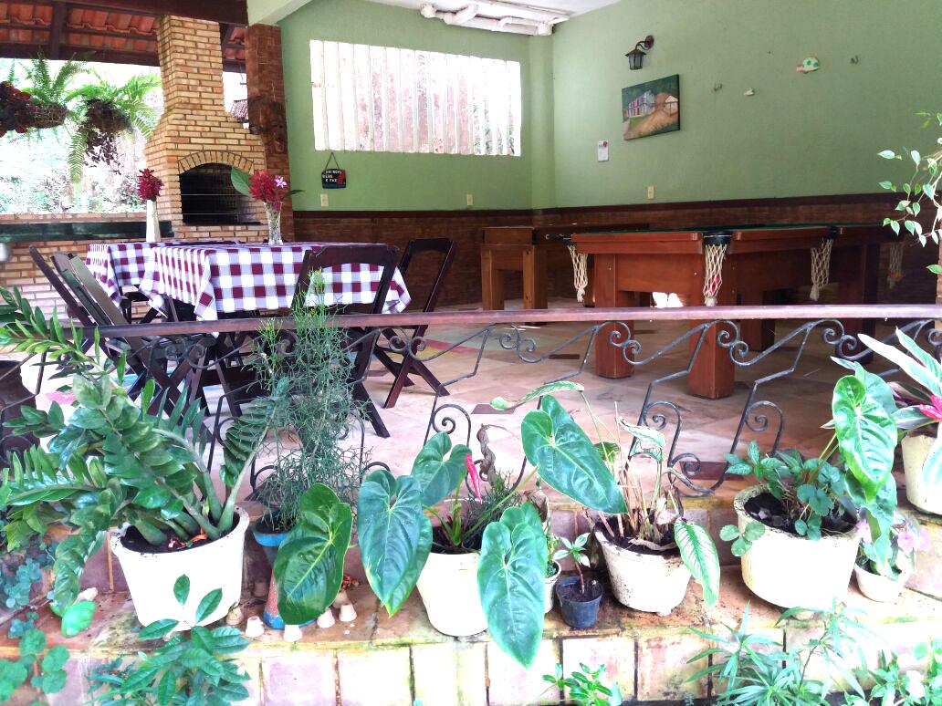 2 diárias (na semana) para 2 pessoas e 1 criança de até 7 anos em Chalé Convencional + café da manhã por R$189