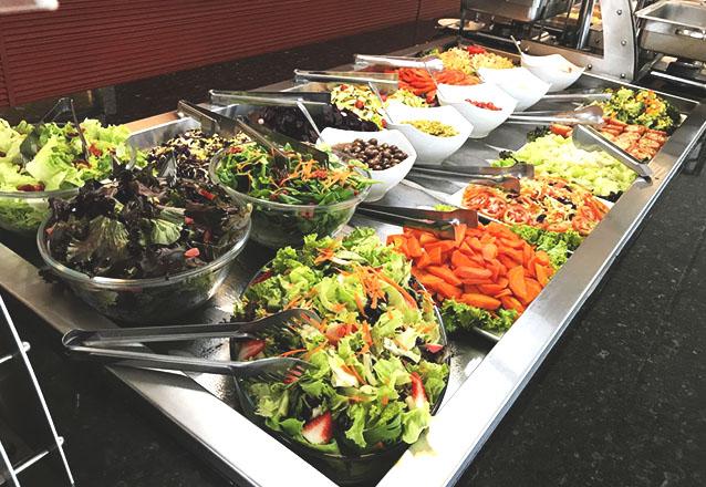 Almoce dentro do Estádio Castelão! 500g de Self-Service para 1 pessoa no Bossa Nova Brandonis por apenas R$22,90