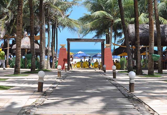 Comemore com a gente! - 2 Entradas com acesso à piscina + Carne de Sol Atlantidz + 2 Caipirinhas (Segunda a Sábado) de R$116,70 por R$49,90