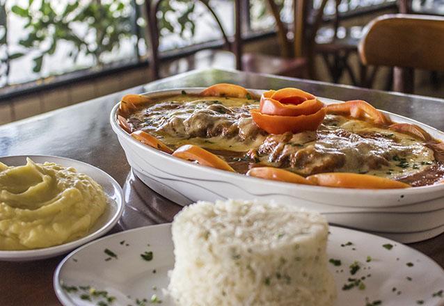 A receita imperdível do Divina Comida! Filé à Parmegiana para até 3 pessoas por apenas R$34,90. Válido também para Delivery!