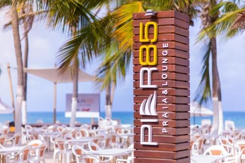 Alta temporada na praia mais badalada do Ceará! 2 diárias em Suíte Standard para casal para 2 pessoas e criança + café da manhã por R$399,90 no Píer 85