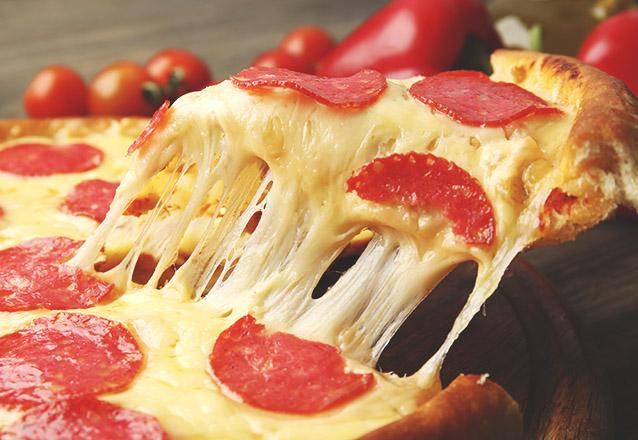 Pizza combina com qualquer momento! Pizza Grande de 08 pedaços com vários sabores por R$21,90 no Shake Pizza. Válido para Delivery!