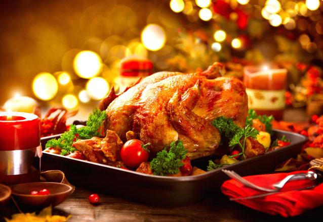 Ceia Natalina com a Padaria Panpetit! Ceia Natalina com Peru recheado + Decoração + Arroz Natalino + Salpicão natalino + Salada para 10 pessoas + Cortesia: 1 Panetone por R$289,90