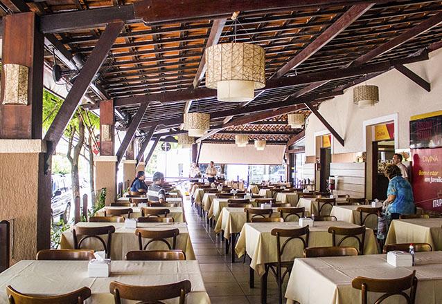 Confraternização para 10 pessoas com Entradas + Jantar + Sobremesas + Bebidas de R$699 por apenas R$499