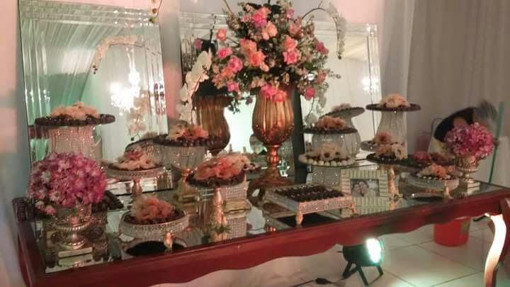 150 chocolates OU MIX de 40 itens (10pirulitos, 10 mini cupcakes, 10 popcakes e 10 mini brownies) de até R$150 por R$99,90