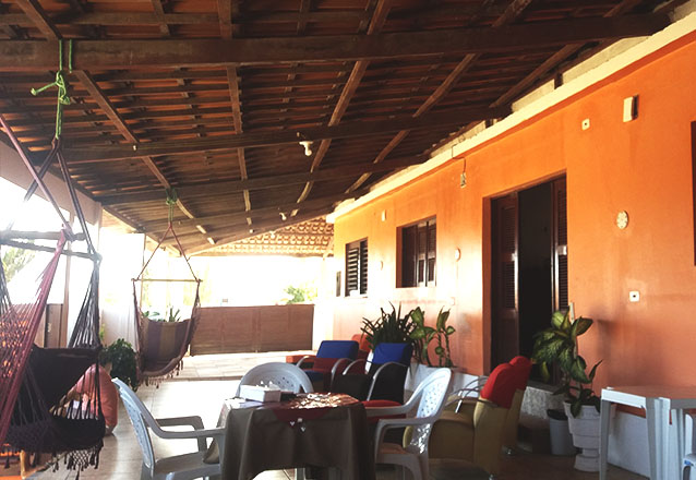 2 diárias (Quarto com: Ar, Cama Casal e Geladeira) para 2 pessoas + café da manhã de R$240 por R$179,90