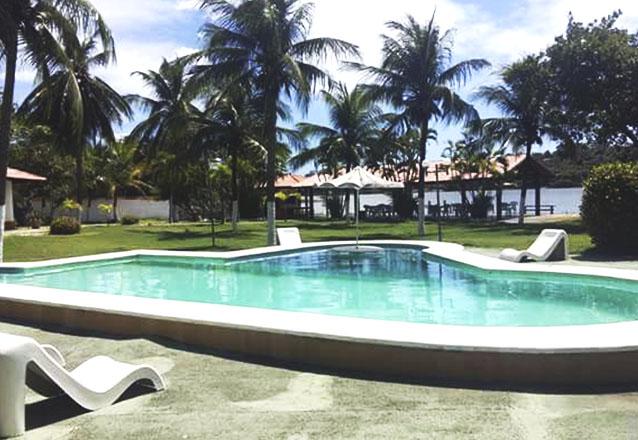 Sinta-se em casa no aconchego Hotel Pousada Lagoa do Banana! 2 diárias para casal e 1 criança de até 6 anos + café da manhã por apenas R$299