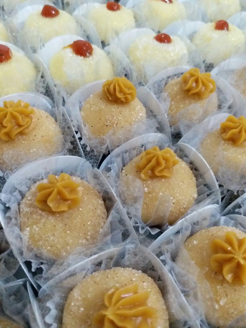 50 Brigadeiros Gourmet (até 2 sabores) por R$55