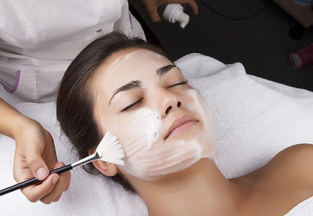Rádio Frequência Facial + Peeling Esfoliante + LED Facial + Máscara de Porcelana de R$100 por R$49,90