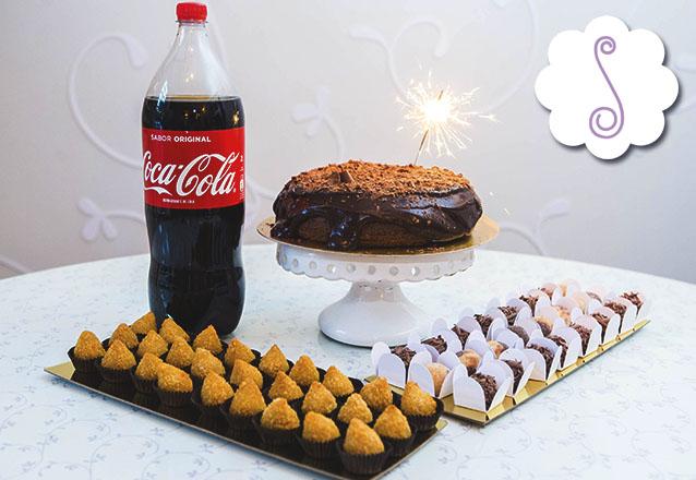 Em comemoração aos 10 anos da Sucré! Sucré na Caixa com 50 mini coxinhas, 30 docinhos (sendo 15 brigadeiros tradicionais e 15 casadinhos), 1 bolo explosão de chocolate e 1 refri 2 litros por R$135 na Sucré
