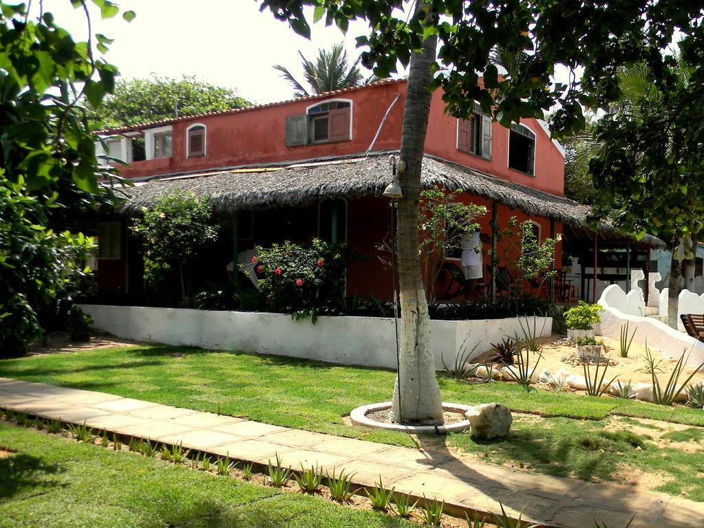 2 diárias (check-in de domingo a quarta) para 2 pessoas em Apartamento + café da manhã por R$279
