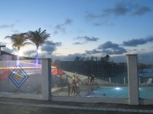 1 diária para 2 pessoas e 1 criança de até 5 anos + café da manhã + Acesso às piscinas de R$330 por R$219,90