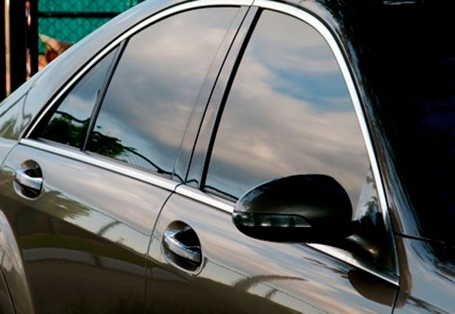 Película Fumê Estética Tinturada + 01 ano de garantia para veículo pequeno por R$99,90