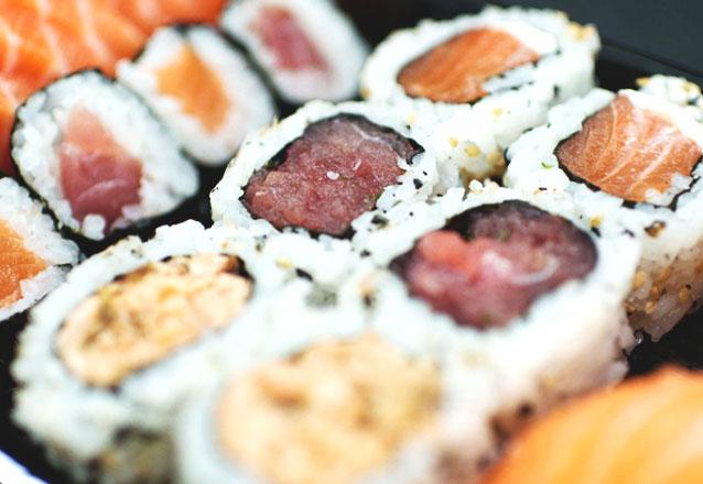 20 peças de sushi (maki, uramaki, niguiri e hot) de R$36,95 por R$27,90