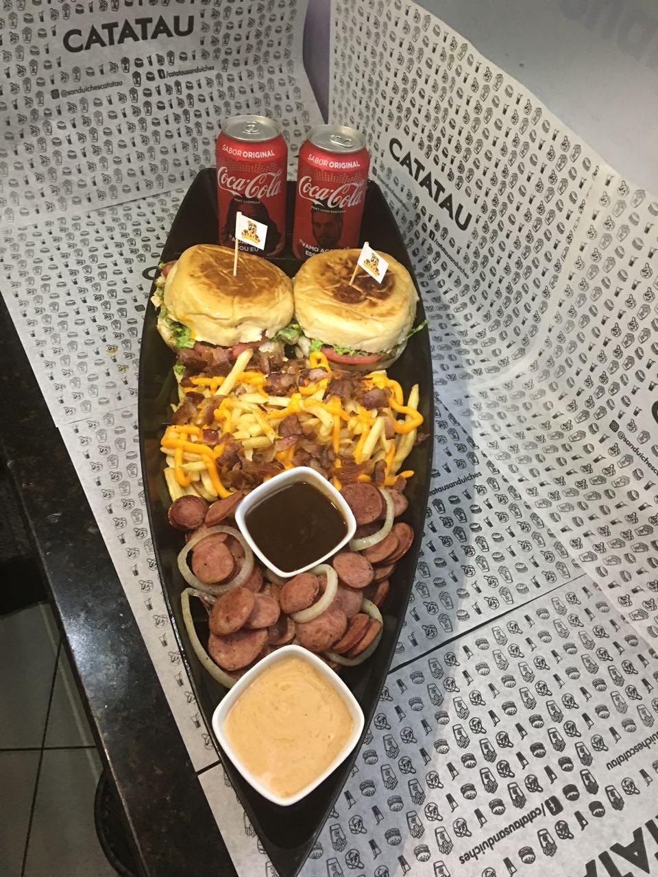 Barca Catatau para 01 pessoa: Hamburgo a Barbecue + Onion Rings + 01 Refrigerante em lata de R$37,10 por apenas R$24,90