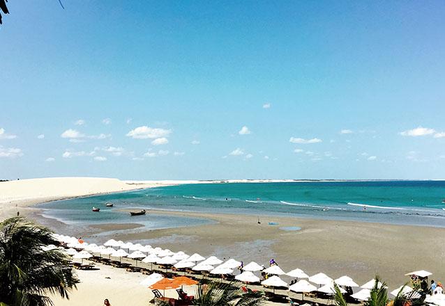 Na praia mais famosa do Ceará! 2 diárias para casal e 1 criança de até 6 anos + café da manhã de R$320 por R$250 na Pousada Baruk em Jeri