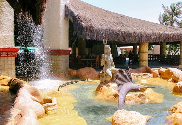 Segunda a sexta: Carne de Sol Atlantidz + 2 Caipirinhas de limão + 2 Pulseiras de acesso ao parque aquático de R$121,70 por R$49,90