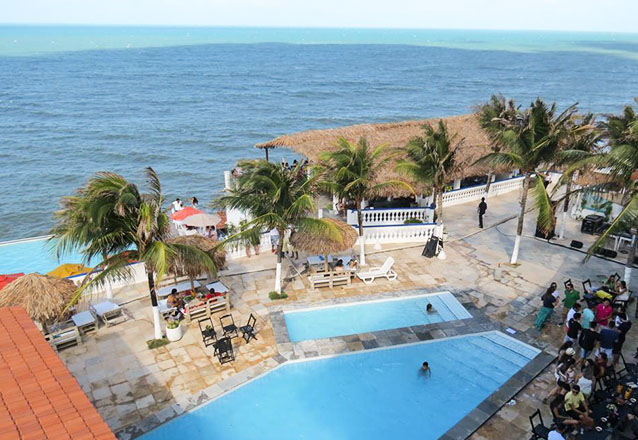 Os melhores pratos do La Suíte Hotel! Filé de Peixe à Delícia, Ao molho de Camarão ou Carne de Sol para 2 pessoas + 2 Pulseiras de acesso a piscina por R$59,90