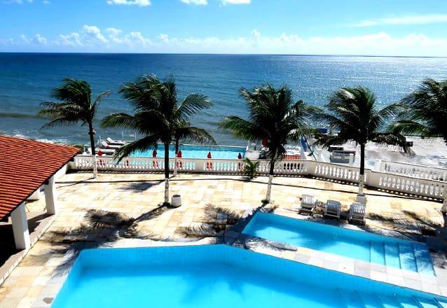 O prato perfeito, no lugar ideal! Camarão no Coco para 2 pessoas + 2 Pulseiras para as Piscinas por R$79,90 no La Suíte Praia Hotel