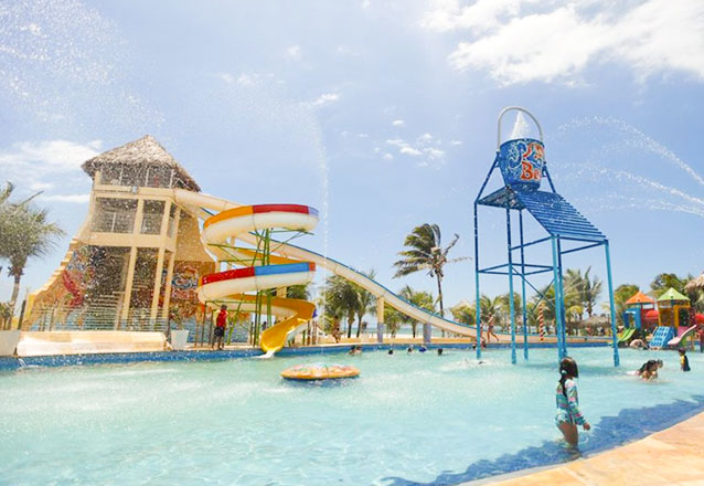 2 Passaportes para o Parque Aquático + Frango (500g) e Batata Frita de R$138,00 por R$79,90
