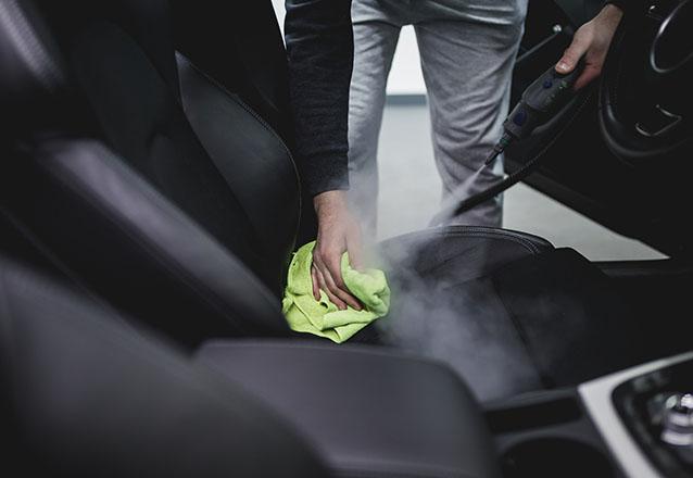 O melhor para o seu carro! Lavagem Interna Completa (bancos, teto, forros e cinto) + Lavagem Externa + Polimento de Faróis e Higienização do ar por R$27,99