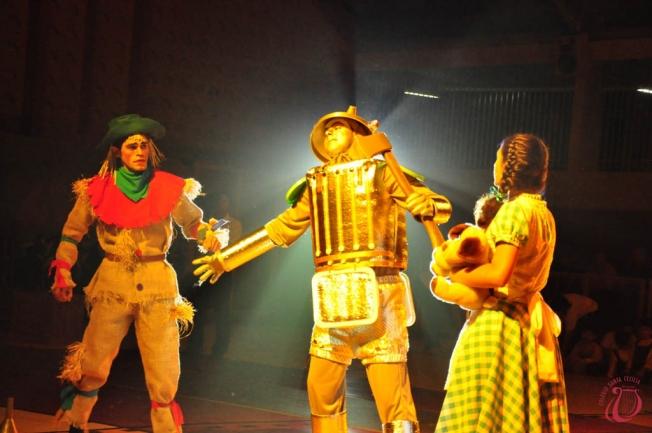 """Sessão Especial! Ingresso Inteira Plateia Livre para o musical """"O Mágico de Oz"""" no Teatro Via Sul por apenas R$12"""
