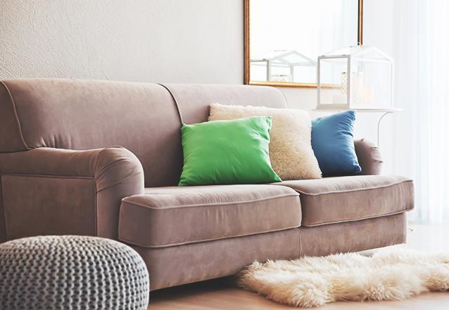 Lavagem de sofá até 3 lugares OU Conjunto de até 2 Poltronas OU Cama box (solteiro) OU Tapete de até 2 metros de R$90 por R$35,90