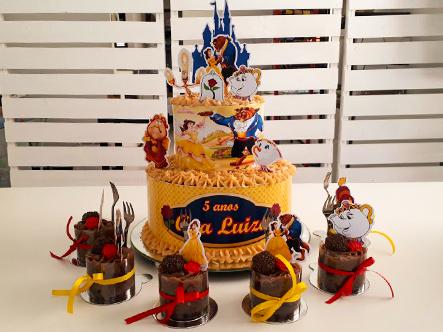 Kit para aniversário da Boutique do Chocolate! 1 Bolo para até 15 pessoas + 10 mini Cupcakes personalizados por R$89,90
