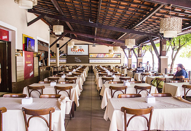 Já sabe onde almoçar hoje? Buffet Almoço Completo + Buffet de sobremesas + Refrigerante e Água para 1 pessoa por R$38,90 no Divina Comida