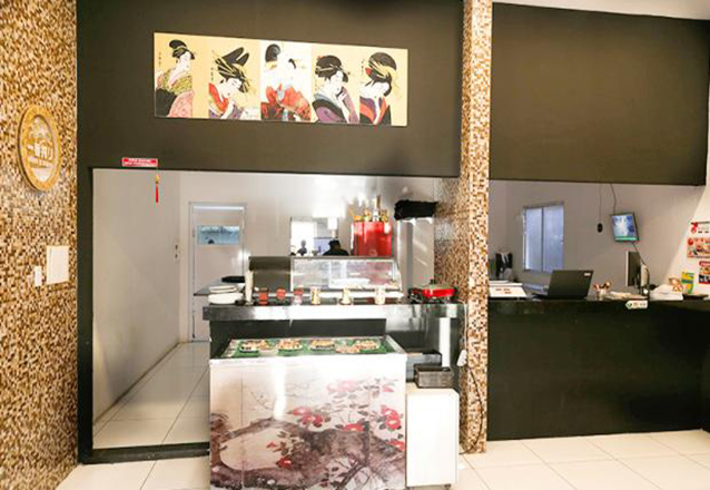 Temaki em dobro! 2 Temakis Hots Filadélfia ou Ebi + 2 Refrigerantes por apenas R$24,90 no Tomodachi Sushi