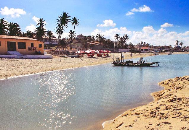 Final de semana pertinho do mar de Uruaú! Pacote com 2 diárias para até 10 Adultos por apenas R$499 na Casa Manzuá