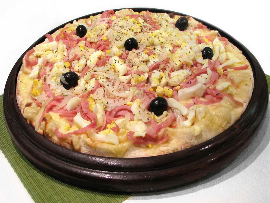 4 opções de Pizza (Calabresa, Divina, Portuguesa ou Frango com requeijão) por R$24,90