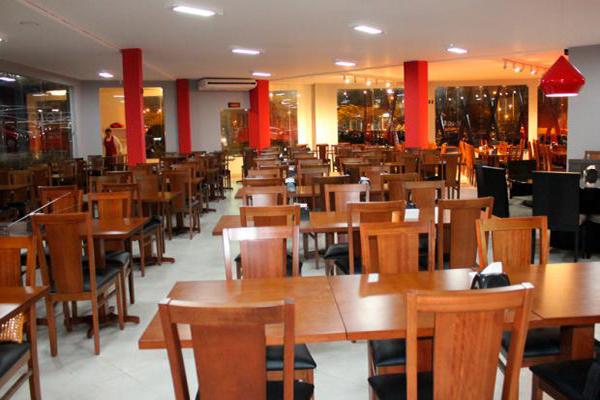Rodízio de Carnes + Buffet Livre com Pratos Quentes, Saladas e Sushis para 1 pessoa no Almoço ou Jantar - Segunda a Quinta por R$29,90