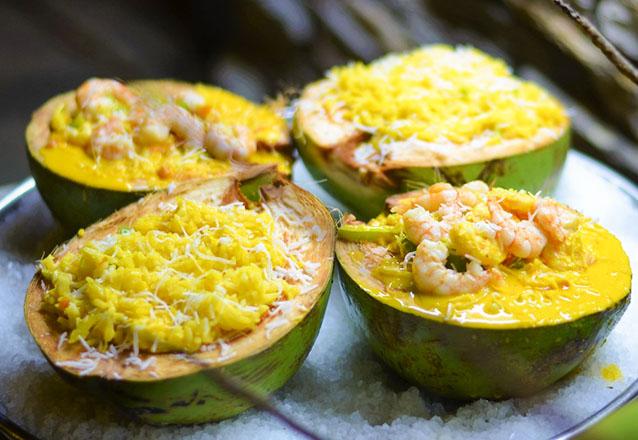 Frutos do mar no melhor lugar! Manjar de Camarão (servido com delicioso arroz de coco) para 2 pessoas por R$39,90 no Camarão da Varjota