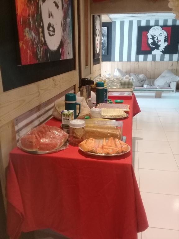 1 diária (domingo a quinta) para 2 adultos + café da manhã de R$150 por R$79,99