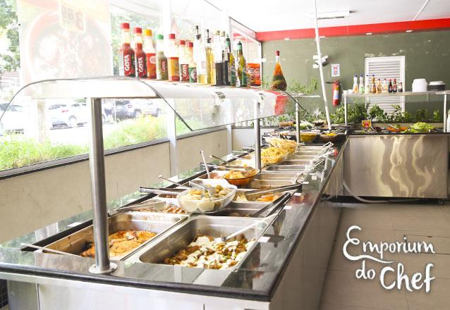 Almoce bem no coração da Aldeota! 400g de Self-service de R$17,96 por apenas R$14,99 no Emporium do Chef