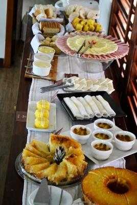 Válido de domingo a quinta: 2 diárias na Suíte Premium para casal + café da manhã + Decoração Especial + 1 Garrafa de espumante de R$729 por R$550
