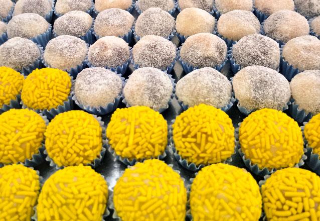 Verdadeira perdição para quem ama doce! 100 Docinhos (até 4 sabores) de R$60 por apenas R$45 na Sandra Uchôa