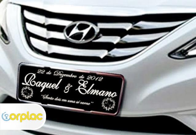 Sua festa personalizada com a Orplac! Placa de alumínio para carro de R$85 por apenas R$39,90