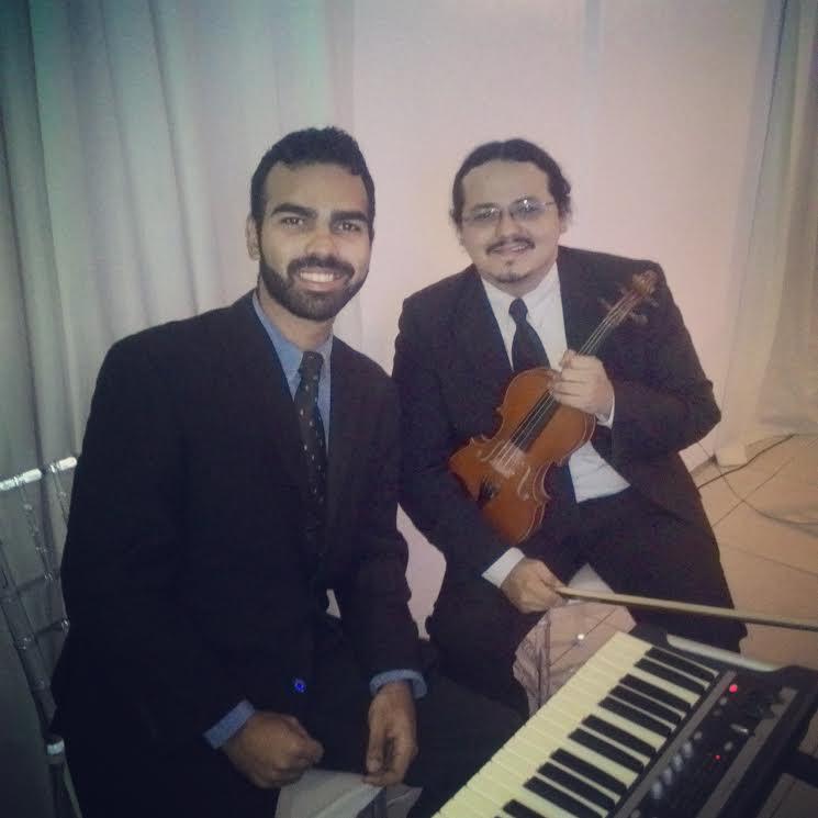 Piano ou violão + Violino: música instrumental por R$449